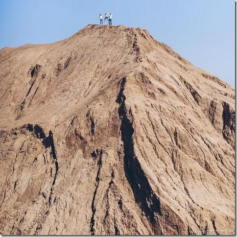 Вид снизу на самую высокую гору