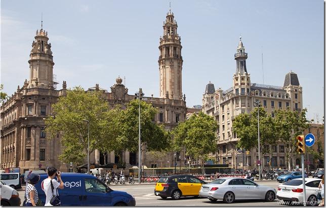 Здание слева - correos y telegrafos. Почта одним словом